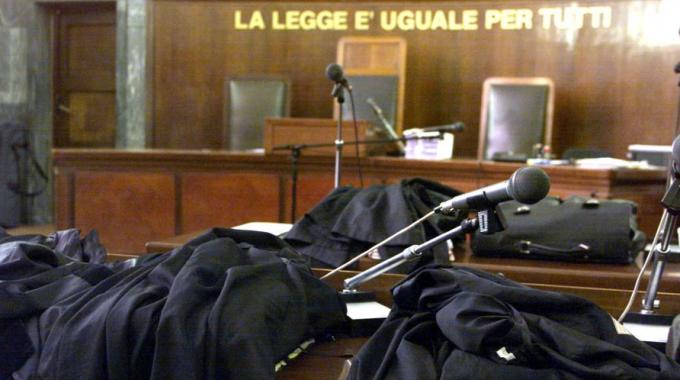 http://12alle12.it/wp-content/uploads/2014/11/Aula-di-Tribunale.jpg
